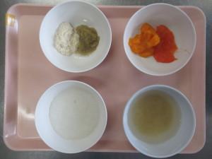 ⑤中期食(おかゆ、豆腐の野菜煮、キャベツのトマト煮、みそ汁)